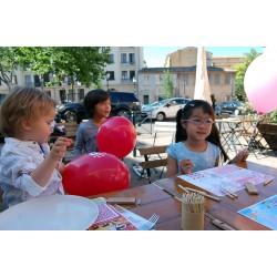 Lot set de table à colorier panachés avec crayons pour offrir en cadeau surprise dans les menus enfants