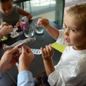 Avion Styro jouet surprise pour menu et accueil enfant