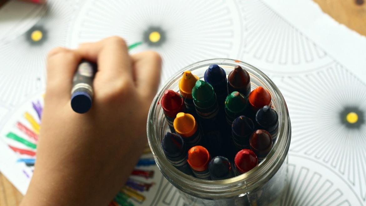Why you should consider offering arts and crafts activities to kids in your hotel or restaurant?
